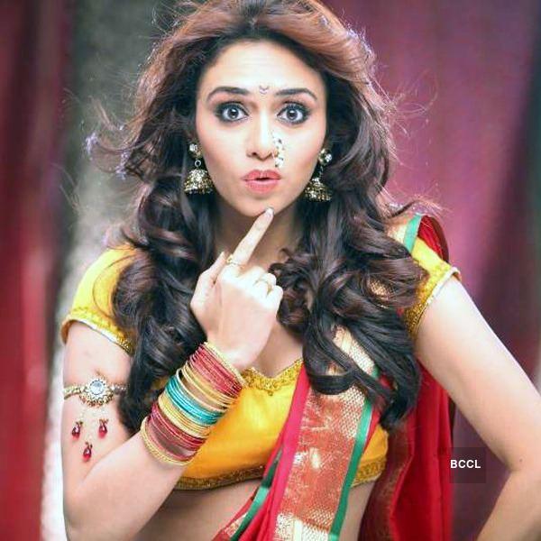 Amruta Khanvilkar Born in Pune on November 23 Amruta is the elder daughter