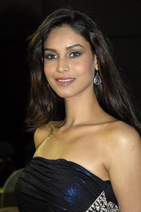 Amruta Patki CineSangeetcom Indian Films Music Albums and TV Serials