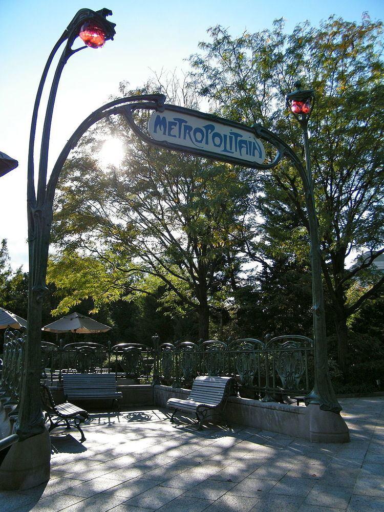 An Entrance to the Paris Métropolitain