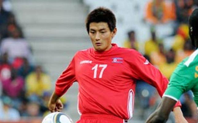 An Yong-hak El jugador de Corea del Norte An YongHak entrenar con el C