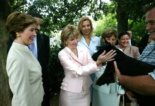 Ana Ligia Mixco Sol de Saca Laura Bush and Ana Ligia Mixco Sol de Saca wife of President
