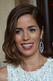 Ana Ortiz httpsuploadwikimediaorgwikipediacommonsthu