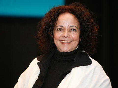Ana Paula Ribeiro Tavares a mulher como elemento privilegiado na poesia da angolana