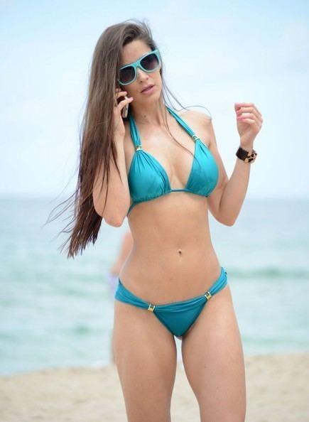 Anais Zanotti Anais Zanotti Photos Anais Zanotti Shows Off Her Bikini