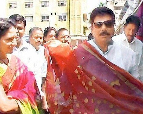 Anam Vivekananda Reddy Flamboyant Vivekananda Reddy crosses the dress line and dons a sari