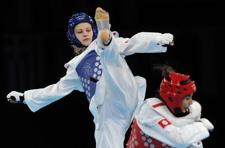 Anastasia Baryshnikova Farida Azizova and Anastasia Baryshnikova advance to quarterfinals