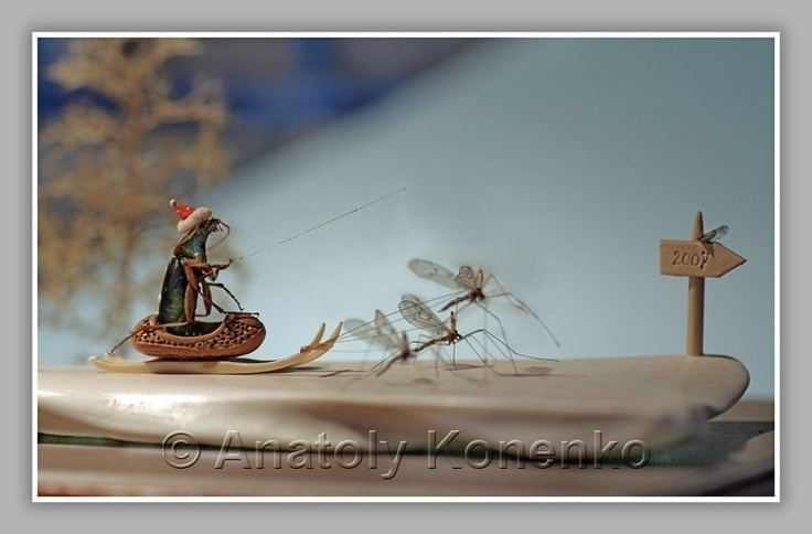 Anatoly Konenko Microminiature sculpture Mosquitos pulling Troika by