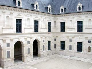 Ancy-le-Franc wwwchateauxfrancecomdomaancylefrancancylefr