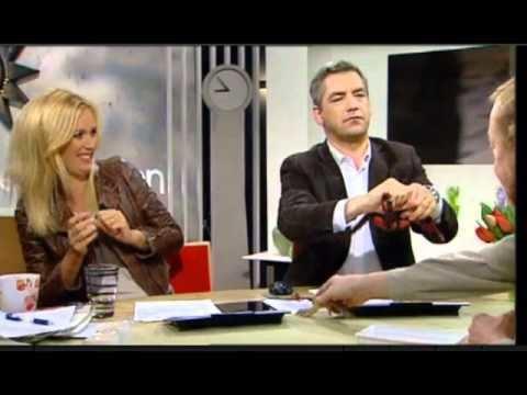Anders Kraft Anders Kraft blir biten av en orm i TV4 YouTube