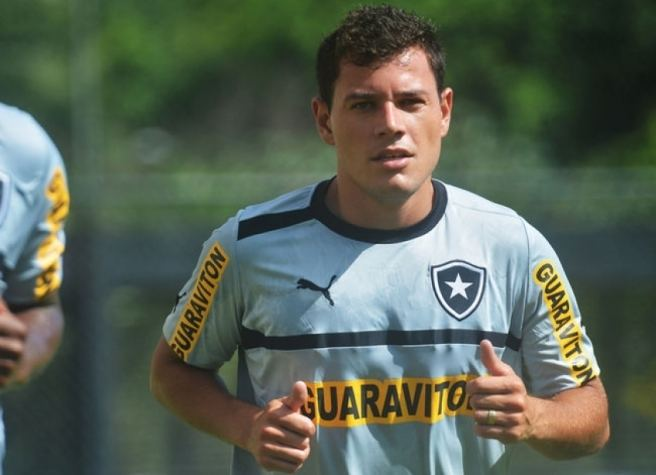 Anderson Aquino Botafogo acerta com Anderson Aquino e aguarda documentao LANCE