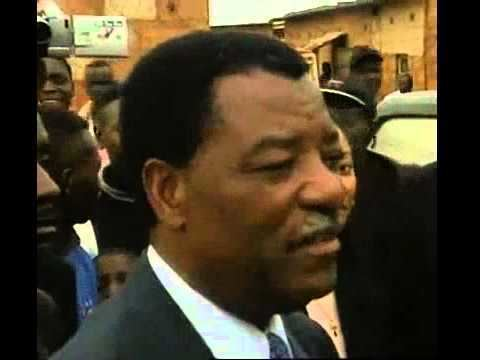 Anderson Mazoka RARE VIDEO OF ANDERSON MAZOKA VOTING IN THE 2001 ELECTIONS
