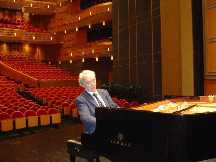 Andrea Bonatta ANDREA BONATTA Pianist Conductor Soloist Conductor