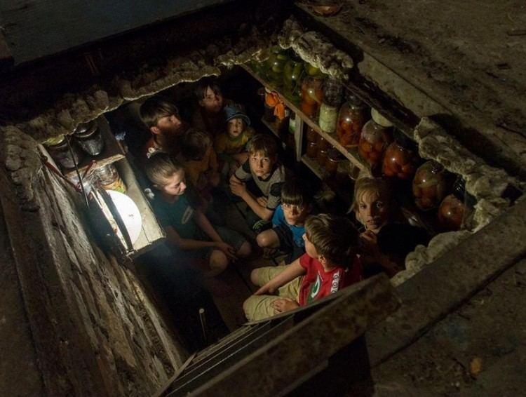 Andrea Rocchelli Rocchelli lultimo reportage la foto dei bambini nella buca