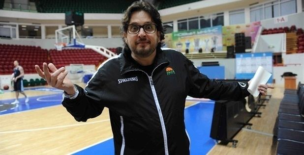 Andrea Trinchieri Brose Baskets lands Eurocup Coach of the Year Trinchieri