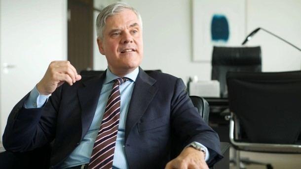 Andreas Dombret BundesbankVorstand Dombret Die EZB wird bei uns Lcken