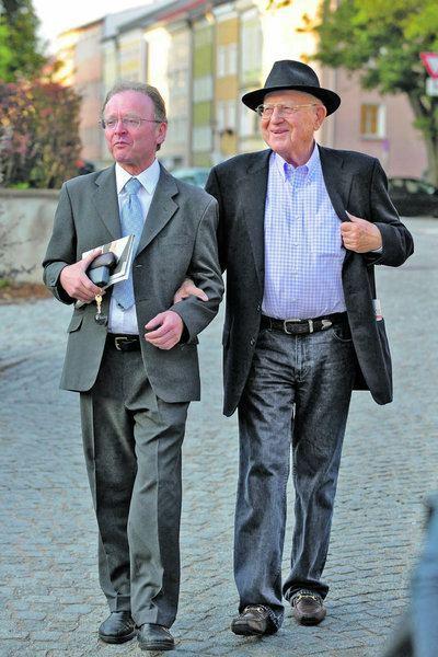 Andreas Maislinger Initiator Andreas Maislinger mit Filmproduzent Branko