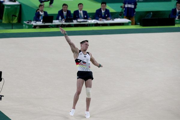Andreas Toba Olympic Gymnast Fights Through Tears And A Torn ACL To Help Team
