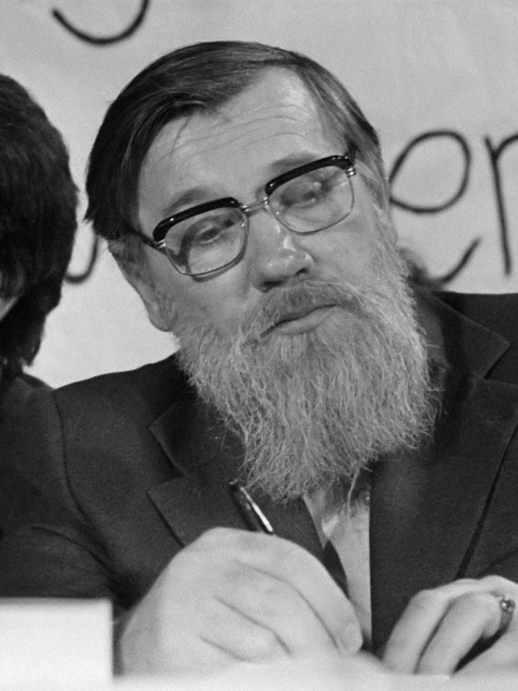 Andrei Sinyavsky httpsuploadwikimediaorgwikipediacommons55