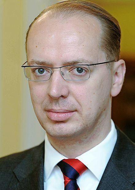 Andrej Benedejčič Slovenski veleposlanik pri Natu poklican v Ljubljano Primorske Novice