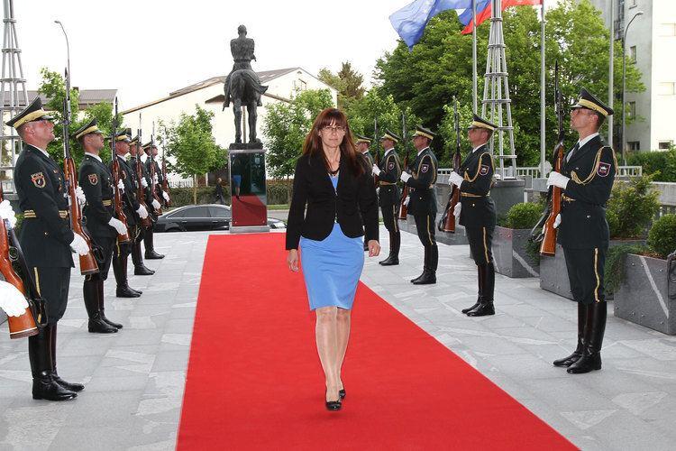 Andreja Katič FileMinistrica za obrambo Andreja Kati prevzela posle na