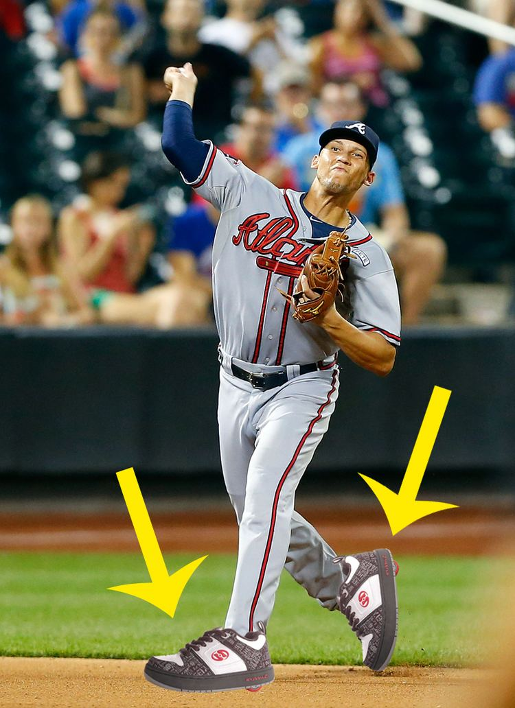 Andrelton Simmons Andrelton Simmons makes another amazing play accidentally reveals