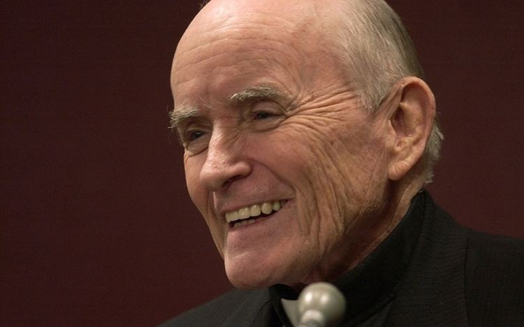Andrew Greeley Fr Andrew Greeley sociologist and priestnovelist dies
