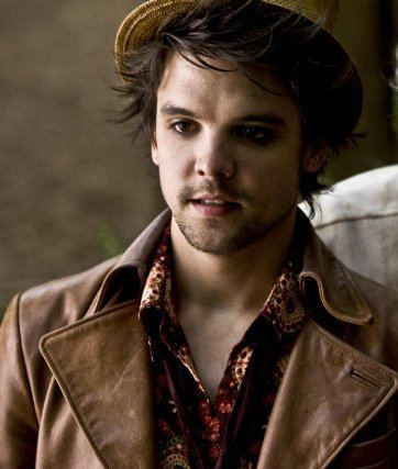 Andrew-Lee Potts Andrew Lee Potts as Hatter from the miniseries Alice ACTOR