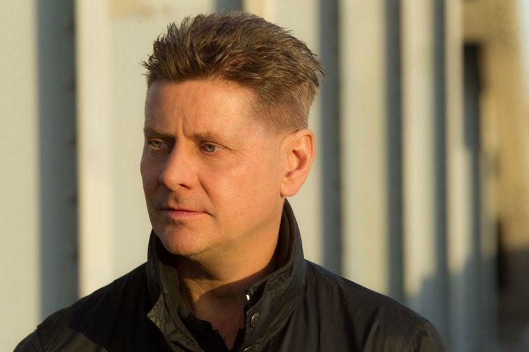 Andrew Niccol Interview Director Andrew Niccol Talks Humor In 39The Hos
