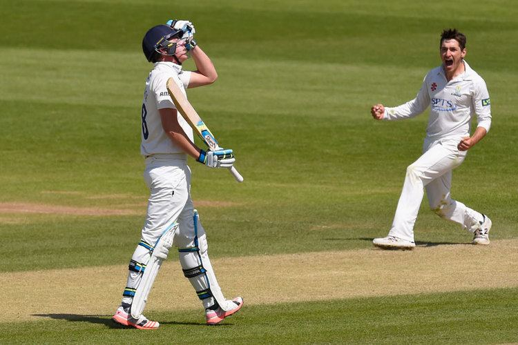 Andrew Salter (cricketer) Andrew Salter helps Glamorgan to first victory Cricket ESPN Cricinfo
