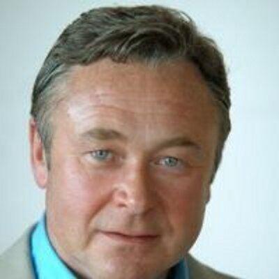 Andrew Simmons (journalist) andrew simmons simmjazeera Twitter