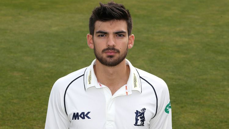 Andrew Umeed Andrew Umeed takes flight with debut century for Warwickshire