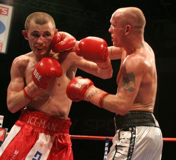 Andy Bell (boxer) wwwsaddoboxingcomboxingimages2BellvsEdwards1JPG