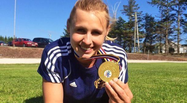 Angelica Roos Angelica Roos tog tre SMguld i tyngdlyftning Norra Halland