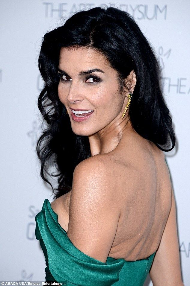 Angie Harmon Angie Harmon looks sexy in backless gown but why is she
