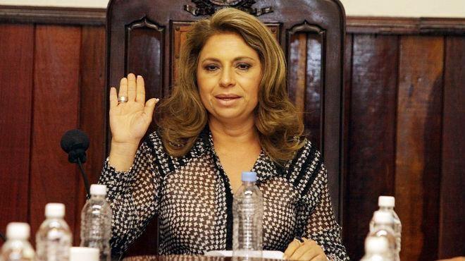 Angélica Araujo Lara Anglica Araujo garantiza que firm slo contratos regulares UN1N