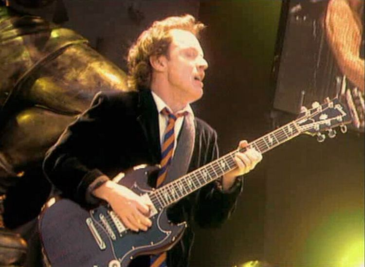 Angus Young Angus Young Wikipedia the free encyclopedia
