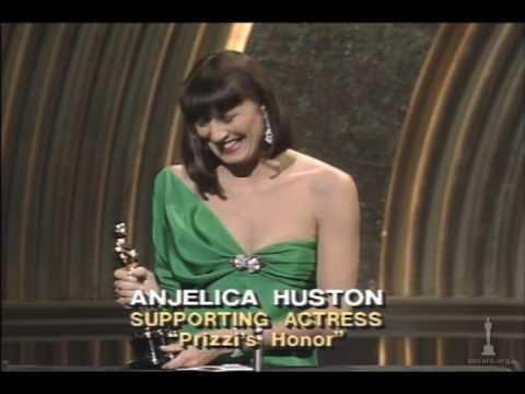 Anjelica Huston Anjelica Huston Wins Supporting Actress 1986 Oscars YouTube