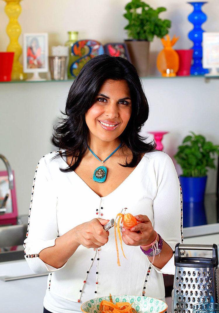 Anjum Anand British Indian food writer and TV chef of Indian cuisine Anjum
