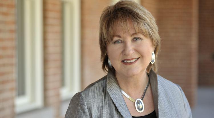 Ann Weaver Hart Hart to Step Down as UA President in 2018 UANews
