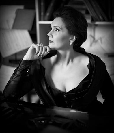 Anna Larsson (singer) wwwcontraltocornercomuploads3603360347558