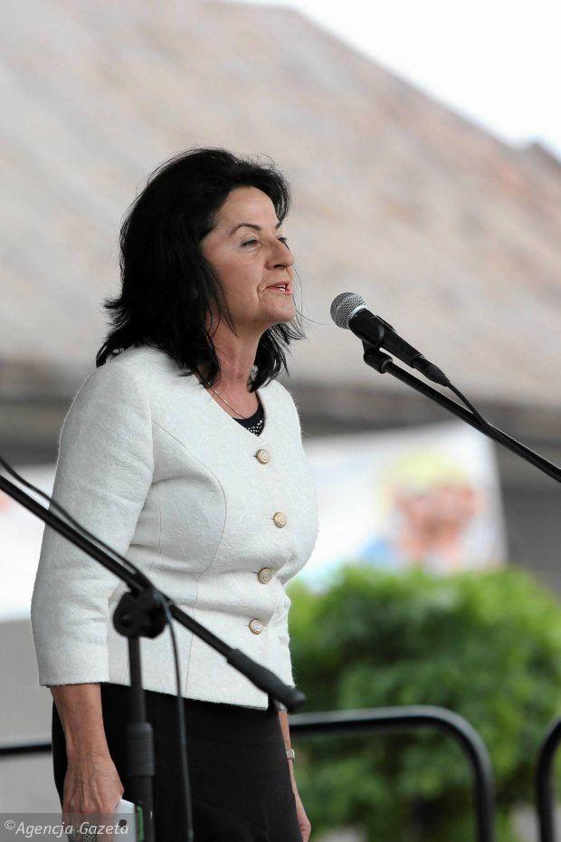 Anna Paluch ANNA PALUCH POSE Aktualne wydarzenia z kraju i