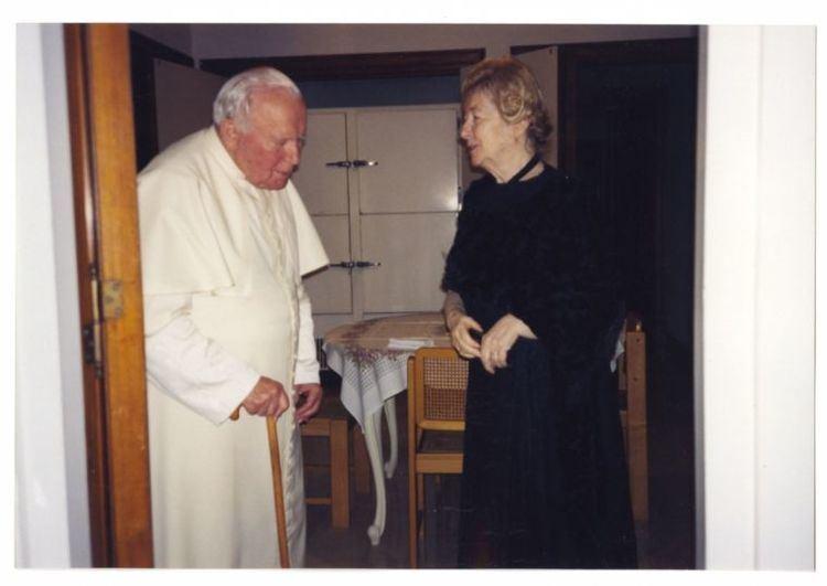 Anna-Teresa Tymieniecka Pope John Paul II to his female friend Issues too difficult to