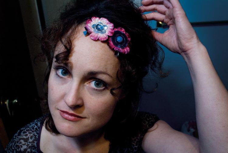Anne Heaton (folk singer) marketmonkeyscomwpwpcontentuploads201201pr