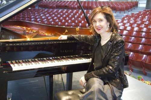 Anne-Marie McDermott AnneMarie McDermott was a hit in Vail this summer