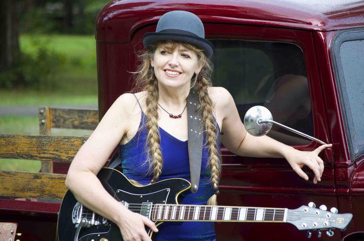 Anne McCue Anne McCue New Album and Tour robdickens101