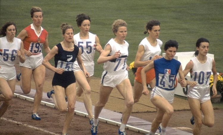 Anne Smith (middle-distance runner)