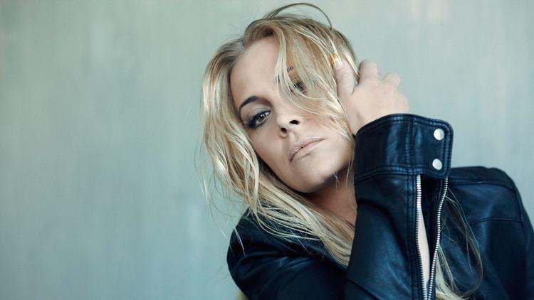 Anouk (singer) Anouk names her backing vocalists ESC Webs Latest