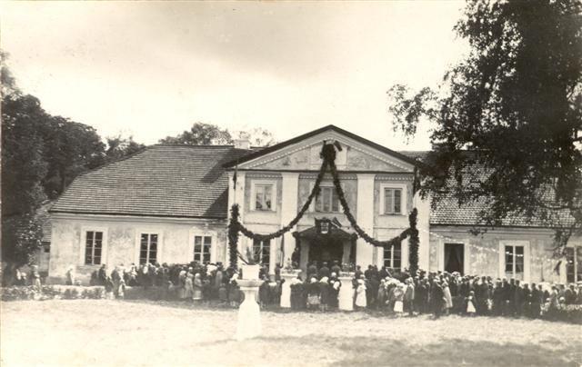 Antanavas Manor