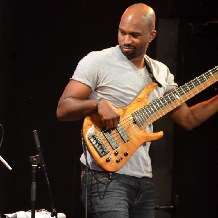 Anthony Crawford (bass musician) Im Anthony Crawford and This Is How I Play Smart Bass Guitar