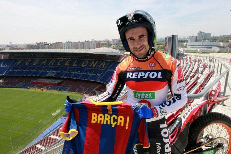 Antoni Bou Video Toni Bou Rides Trials in the FC Barcelona Stadium